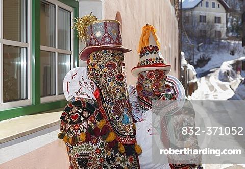 Pair wearing Flinserl costumes, spring figures of the Ausseer carnival, Carnival in Bad Aussee, Ausseerland, Salzkammergut, Styria, Austria, Europe, PublicGround