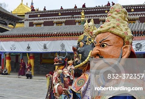 Tibetan Buddhism, religious Cham mask dance at the important Gelugpa monastery of Kumbum, Huangzhong, Xinning, Qinghai province, formerly known as Kokonur, Tibet, China, Asia