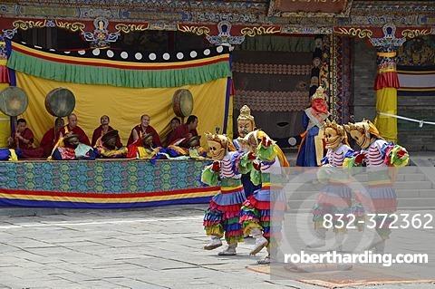 Tibetan Buddhism, religious masked Cham dance, at the important Kumbum Monastery, Gelug or Gelug-pa yellow hat sect, Ta'er Monastery, Huangzhong, Xinning, Qinghai, formerly Amdo, Tibet, China, Asia