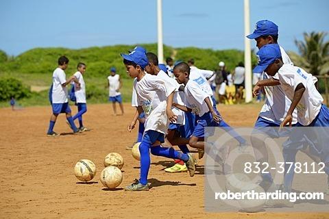 Training, soccer event for children and young people from poor neighborhoods, Festival da Bola, social project of the Deutsche Gesellschaft für Internationale Zusammenarbeit, GIZ, German Federal Enterprise for International Cooperation, Salvador da Bahia