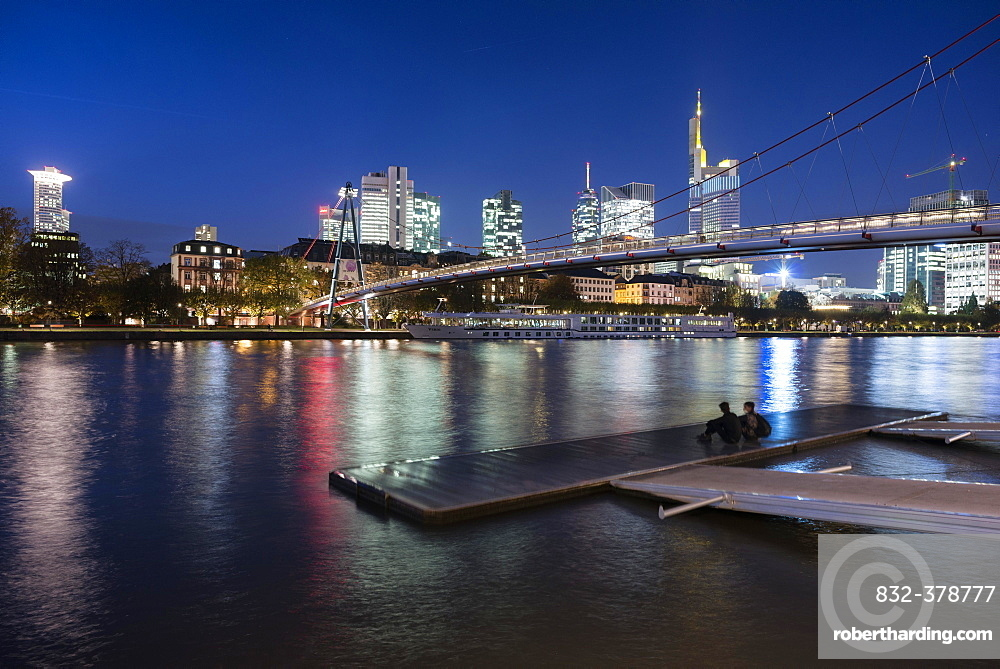 Holbeinsteg, pedestrian bridge over the Main River with a skyline at dusk, Frankfurt am Main, Hesse, Germany, Europe