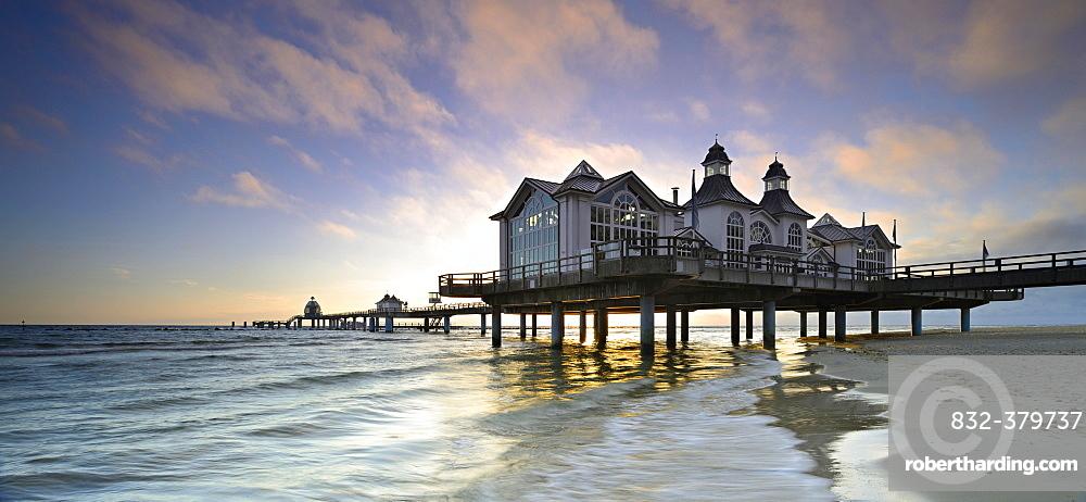 Pier on the beach, morning atmosphere, Seebad Sellin, Rugen, Mecklenburg-Western Pomerania, Germany, Europe