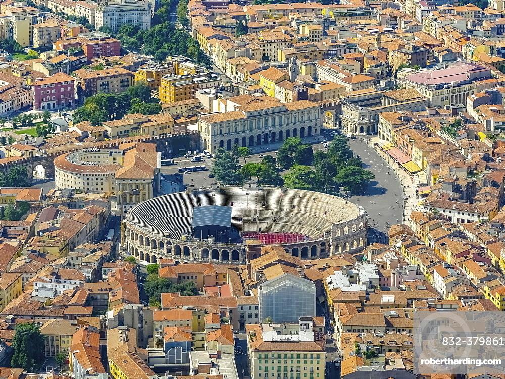 City centre with Palazzo Barbieri and Arena di Verona, Province of Verona, Veneto, Italy, Europe