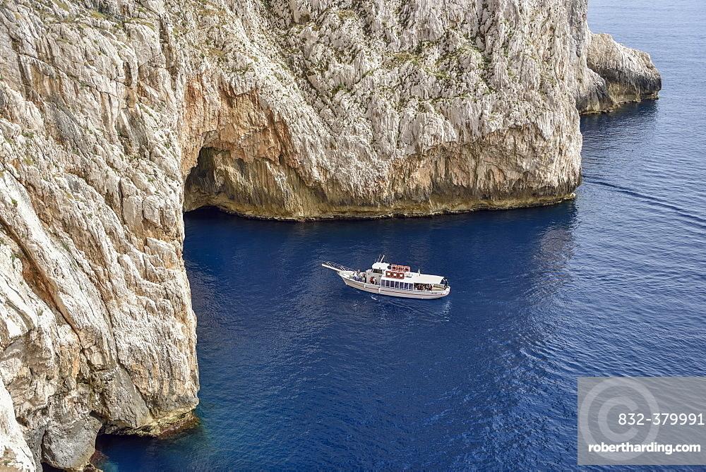 Tourboat at Neptune Grotto, Grotta di Nettuno, Parco Naturale Regionale di Porto Conto, near Alghero, Sardinia, Italy, Europe