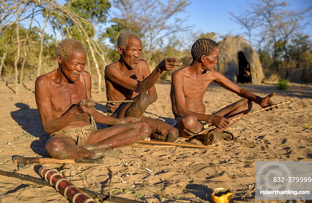 Bushmen of Ju/' Hoansi-San sitting on the ground, village //Xa/oba, near Tsumkwe, Otjozondjupa region, Namibia, Africa