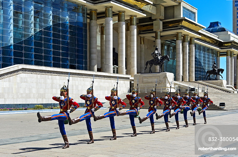 Honorary Guard of the Mongolian Armed Forces in front of the Parliament building on Sukhbaatar Square, Ulan-Bator, Mongolia, Asia