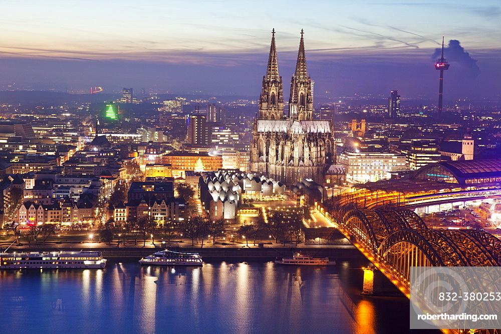 Cityscape with Cologne Cathedral, Hohenzollern Bridge and the Rhine at dusk, Cologne, Rhineland, North Rhine-Westphalia, Germany, Europe