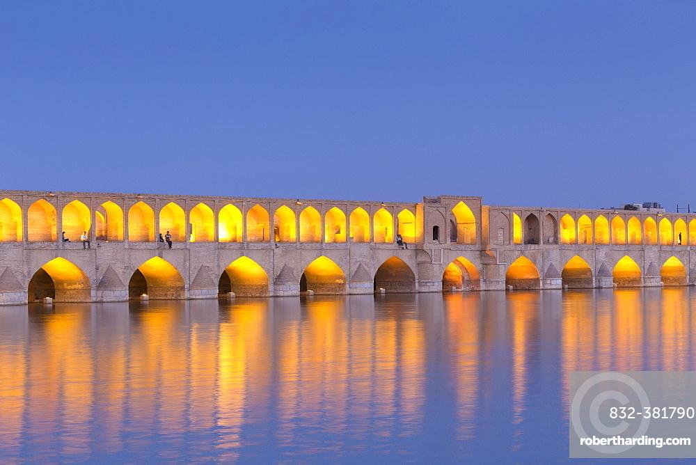 Si-o-se Pol, at dusk, Esfahan, Iran, Asia