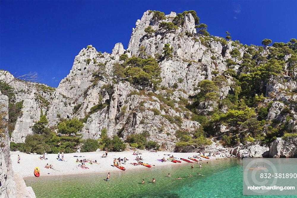 Bathers, Les Calanques d'en Vau, Calanques National Park or Parc National des Calanques, Cassis, Provence, Provence-Alpes-Cote d'Azur, Southern France, France, Europe