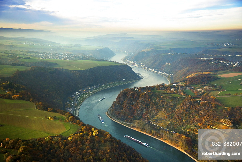 Loreley, slate rock formation, UNESCO World Heritage Upper Middle Rhine Valley near St. Goarshausen, Rhine Valley, Rhine, Rhineland-Palatinate, Germany, Europe