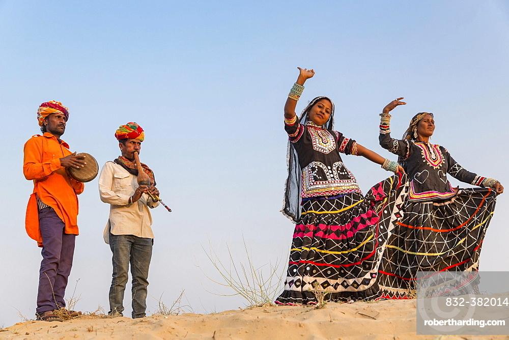 Two women dancing, musicians, Pushkar, Rajasthan, India, Asia