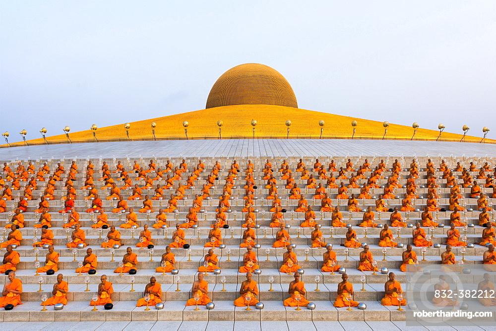 Wat Phra Dhammakaya temple on Makha Bucha Day or Magha Puja Day, Theravada Buddhists, monks sitting around the Chedi Mahadhammakaya Cetiya, Khlong Luang District, Pathum Thani, Bangkok, Thailand, Asia *** IMPORTANT: Image may not be used in a negative context with the Dhammakaya temple ***