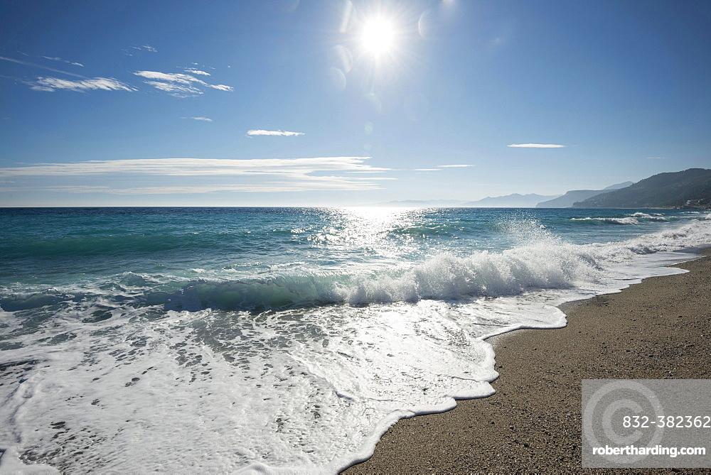 Waves on the beach with the sun, Varigotti, Finale Ligure, Riviera di Ponente, Liguria, Italy, Europe