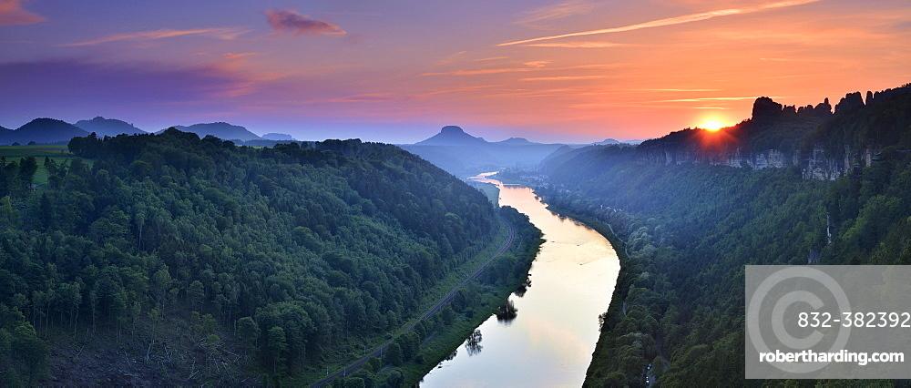 Sunset in the Elbe Valley, on the right the Schrammsteine, behind the Lilienstein, Elbe Sandstone Mountains, National Park Saxon Switzerland, near Schmilka, Saxony, Germany, Europe