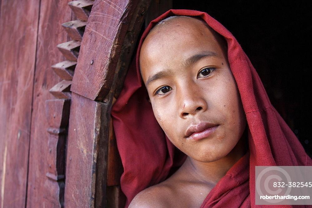 Novice monk in the Shwe Yaunghwe Kyaung Monastery, near Nyaungshwe, Shan State, Inle Lake, Myanmar, Asia