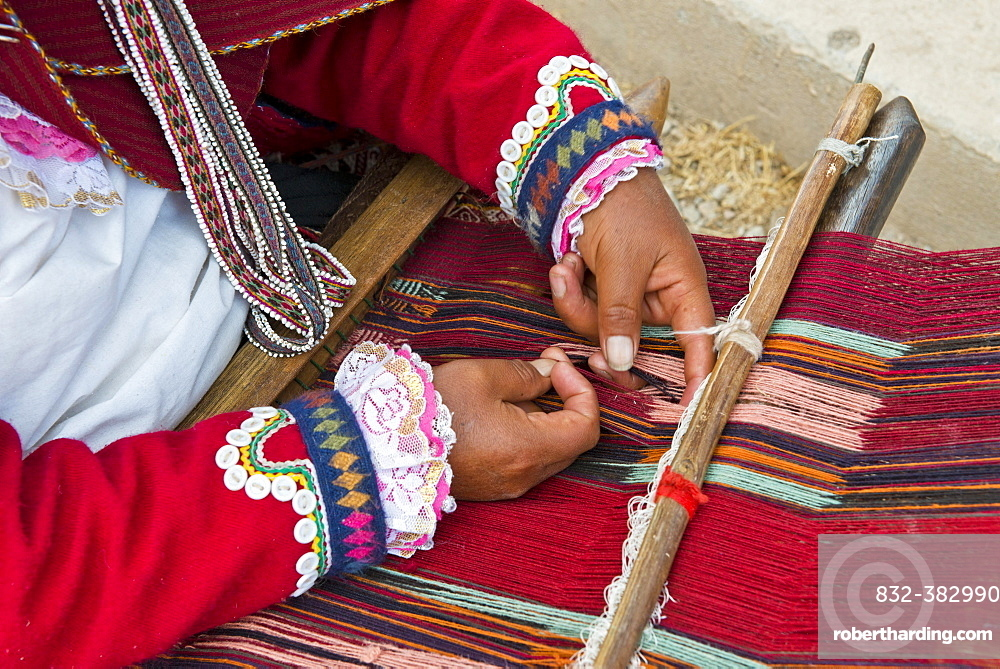 Hands of a woman, Quechua Indian, at work on a loom, Cinchero, Urubamba Valley, Peru, South America