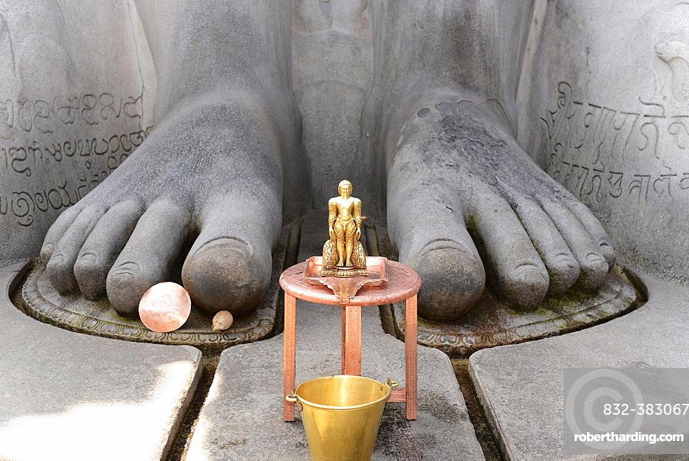 Feet of the Gomateshwara statue, Jain ascetic, Jain Temple on Vindhyagiri Hill, Shravanabelagola, Karnataka, South India, India, Asia