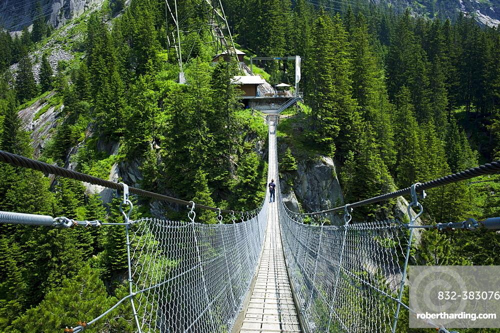 Suspension bridge, Handegg – Gelmerbahn funicular railway, Grimselwelt Trail, Canton of Bern, Switzerland, Europe