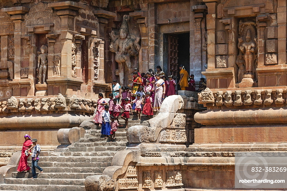 Devout Hindus and children descending a staircase, Brihadeeswarar Temple, Thanjavur, Tamil Nadu, India, Asia