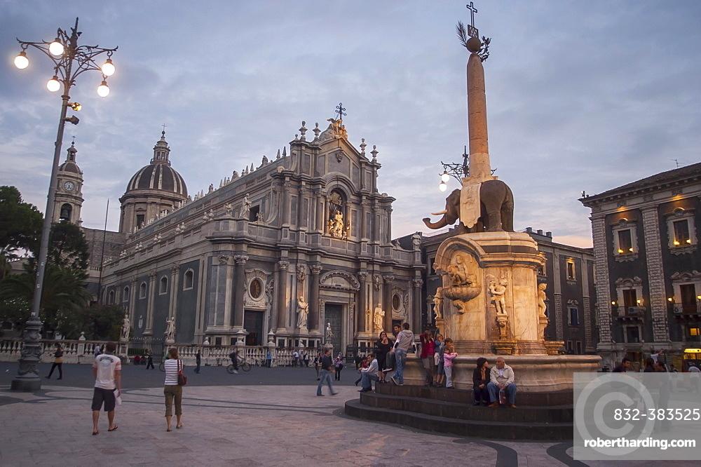 Catania Cathedral and the Fontana dell'Elefante fountain, Catania, Sicily, Italy, Europe
