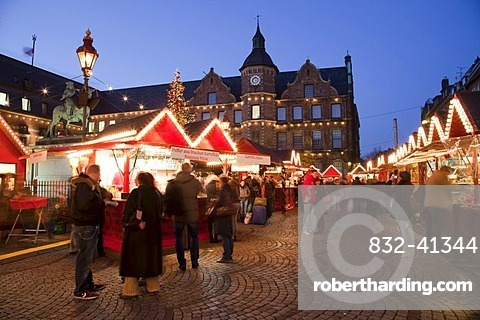 Christmas market at the Old Town Hall, historic town centre, Duesseldorf, Rhineland, North Rhine-Westphalia, Germany, Europe, PublicGround