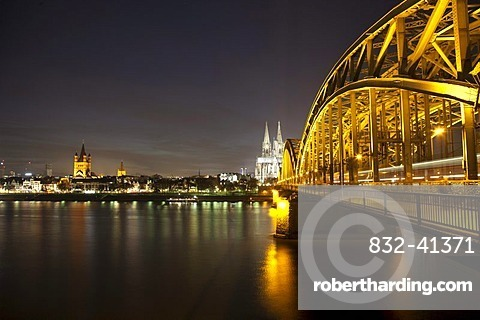 Illuminated Hohenzollern Bridge over the Rhine with the bank of the Rhine, Cologne Cathedral and Gross St. Martin church, Cologne, Rhineland, North Rhine-Westphalia, Germany, Europe, PublicGround