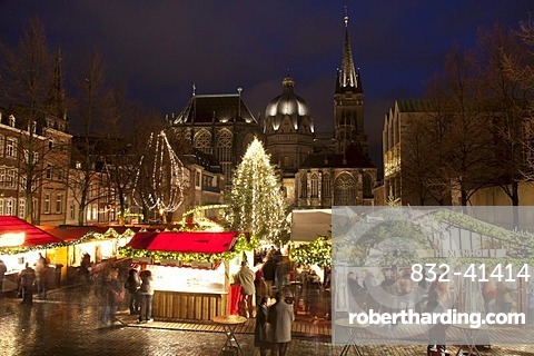 Aachen Christmas market with Aachen Cathedral at night, Aachen, North Rhine-Westphalia, Germany, Europe