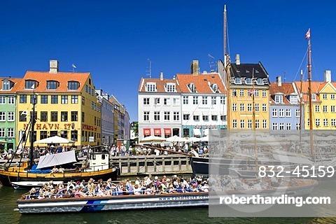 Tourboats in Nyhavn Canal, Copenhagen, Denmark, Europe