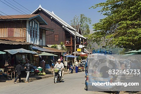 Street in Luang Prabang, Laos, Indochina, Asia