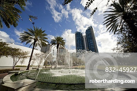 Las Olas Fountain in the town centre of Fort Lauderdale, Florida, USA