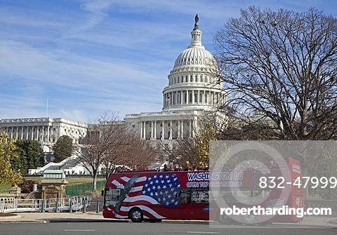 A sightseeing bus at the U.S. Capitol, Washington, DC, USA