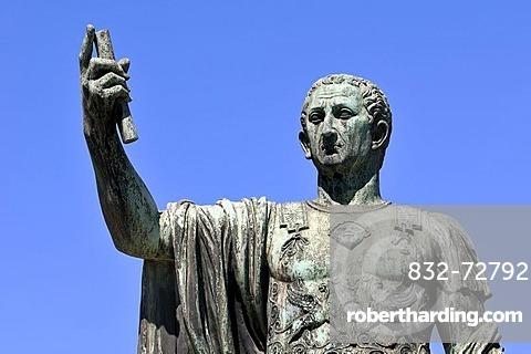 Emperor Julius Caesar, bronze statue, Via Dei Fori Imperiali, Rome, Lazio, Italy, Europe