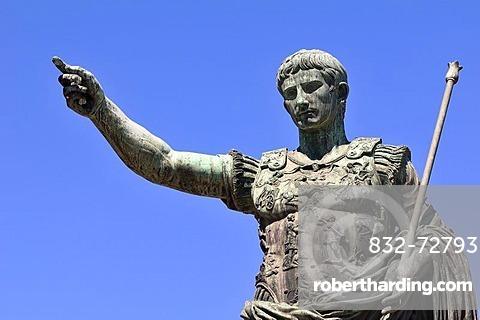 Emperor Augustus, bronze statue, Via Dei Fori Imperiali, Rome, Lazio, Italy, Europe