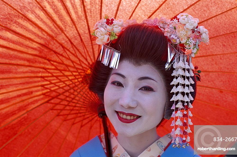 Apprentice Geisha (Maiko), in traditional costume, Kyoto, Honshu, Japan, Asia