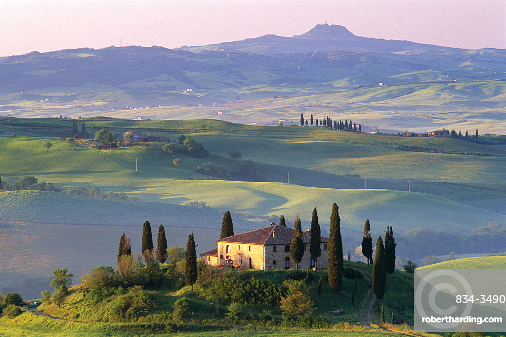 Farmhouse and countryside, Val d'Orcia, UNESCO World Heritage Site, Tuscany, Italy, Europe