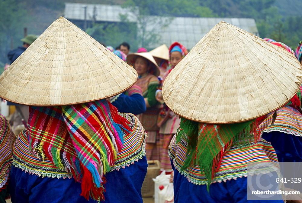 Flower Hmong ethnic group at Can Cau market, Bac Ha area, Sapa region, North Vietnam, Vietnam, Indochina, Southeast Asia, Asia