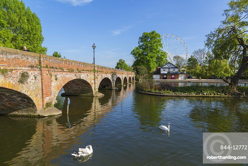 Footbridge over River Avon and ferris wheel, Stratford upon Avon, Warwickshire, England, United Kingdom, Europe