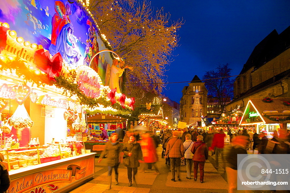Christmas Market at dusk, Willy Brandt Platz, Dortmund, North Rhine-Westphalia, Germany, Europe
