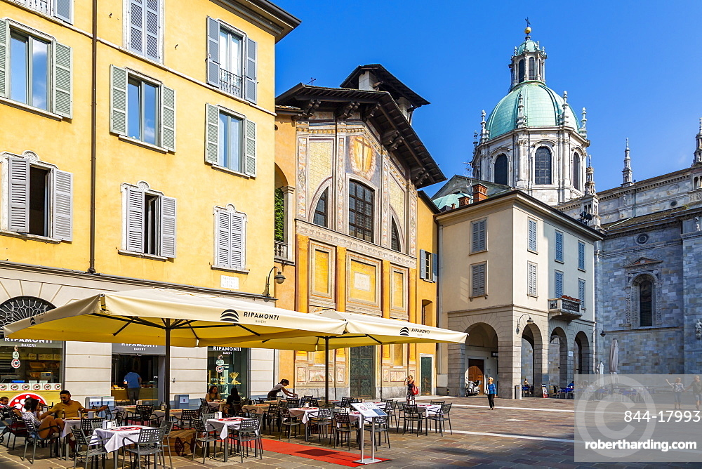 View of Duomo and restaurant in Como, Province of Como, Lake Como, Lombardy, Italy, Europe