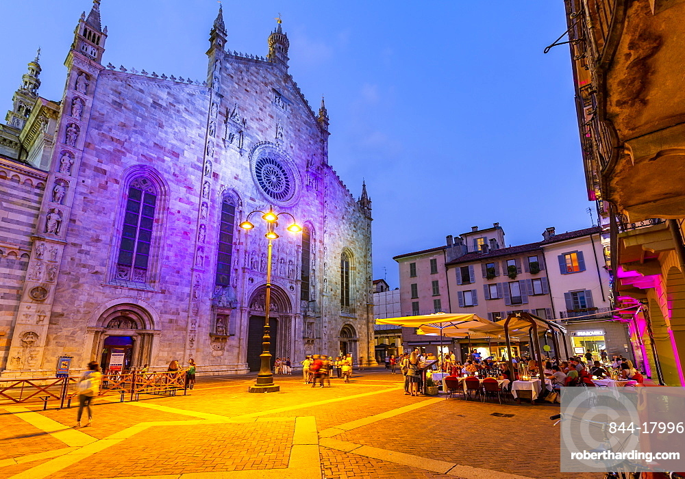 View of Duomo and restaurants in Piazza del Duomo at dusk, Como, Province of Como, Lake Como, Lombardy, Italy, Europe