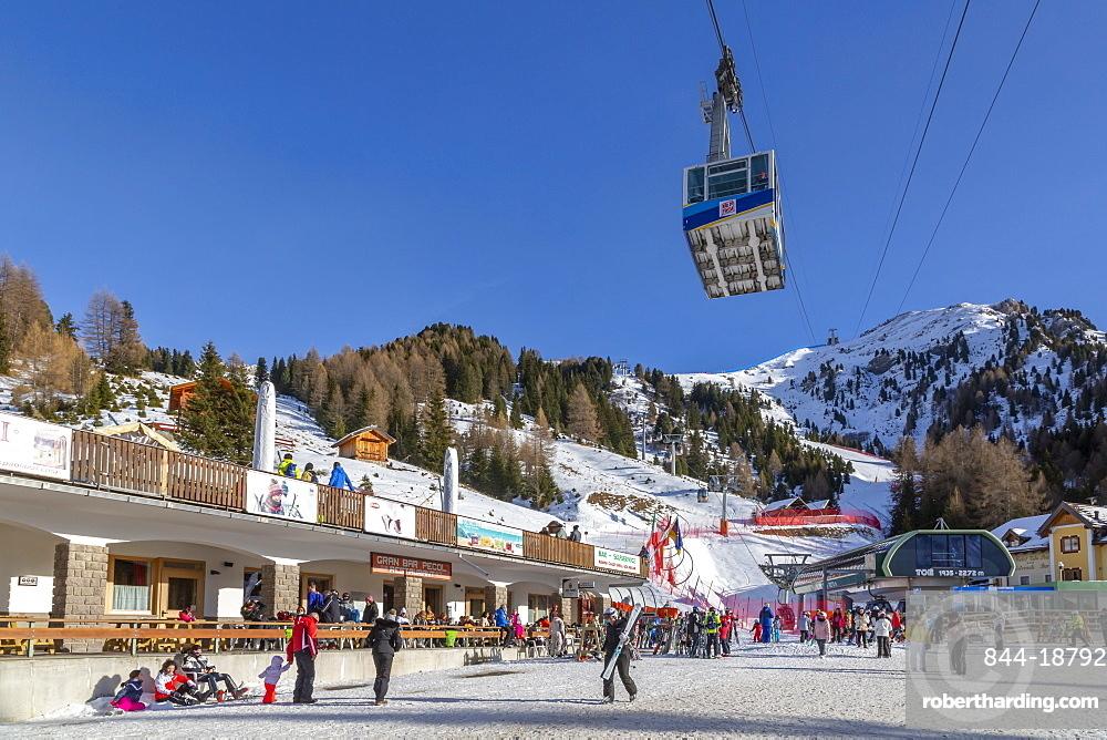 Cable car and ski village at Pecol in winter, Canazei, Val di Fassa, Trentino, Italy, Europe