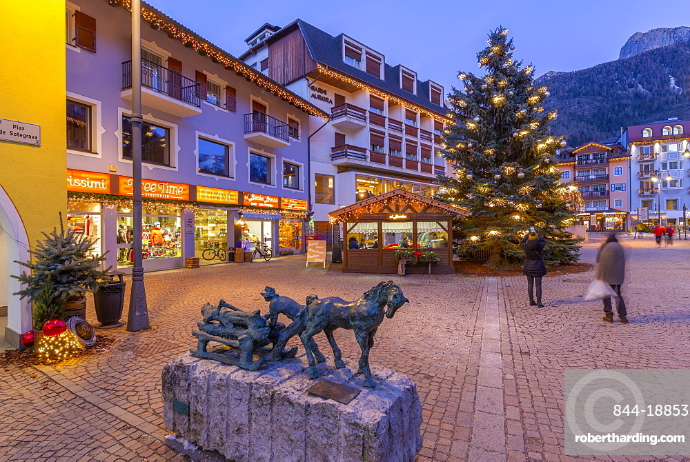 View of Moena town centre at Christmas, Province of Trento, South Tyrol, Italy, Europe