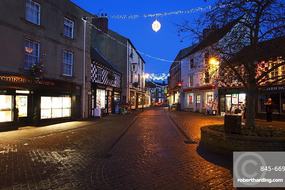 Cobbled Silver Street at Christmas, Knaresborough, North Yorkshire, Yorkshire, England, United Kingdom, Europe