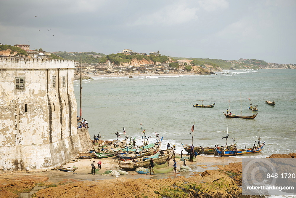 Fishermen preparing boats at Cape Coast Castle, Cape Coast, Ghana, Africa