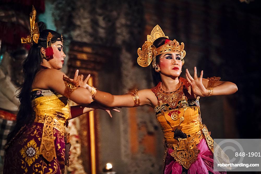 Traditional Balinese Dance Performance, Ubud, Bali, Indonesia, Southeast Asia, Asia