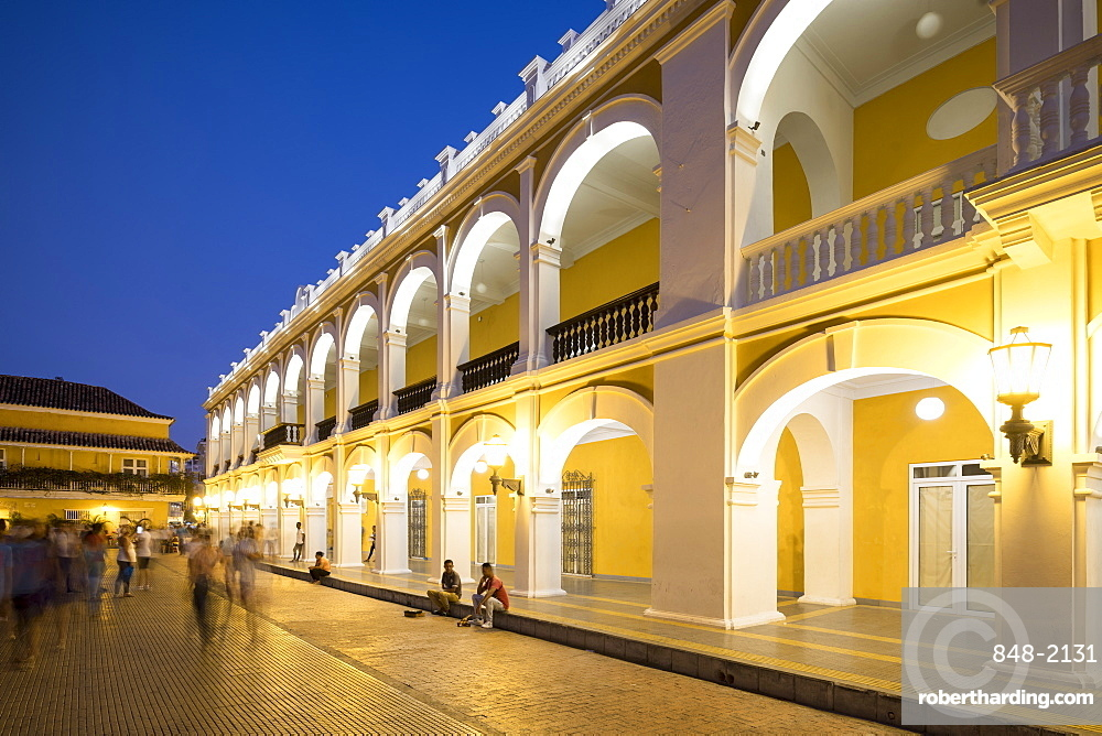 Colonial architecture at night, Old City, UNESCO World Heritage Site, Cartagena, Bolivar Department, Colombia, South America
