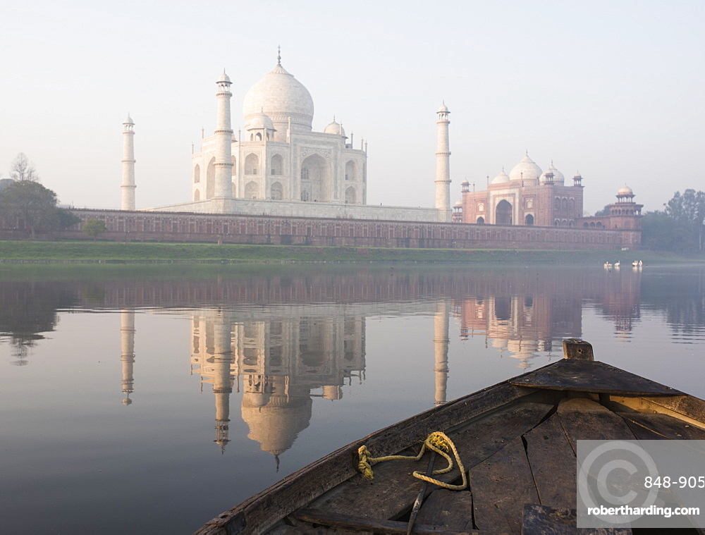 Dawn on the Taj Mahal from Yamuna River, UNESCO World Heritage Site, Agra, Uttar Pradesh, India, Asia