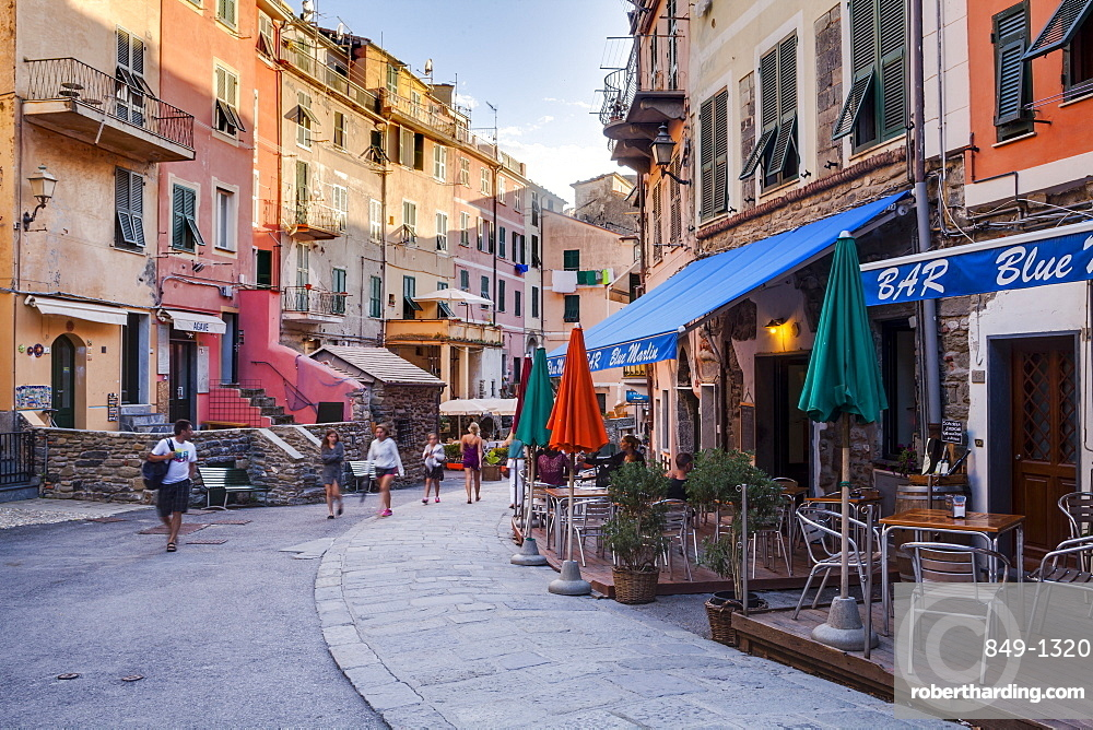 The village of Vernazza in the Cinque Terre national park. UNESCO World Heritage Site, Liguria, Italy, Europe