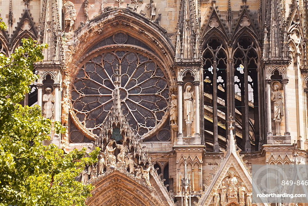 Gothic architecture on the Notre Dame de Reims cathedral, UNESCO World Heritage Site, Reims, Champagne-Ardenne, France, Europe