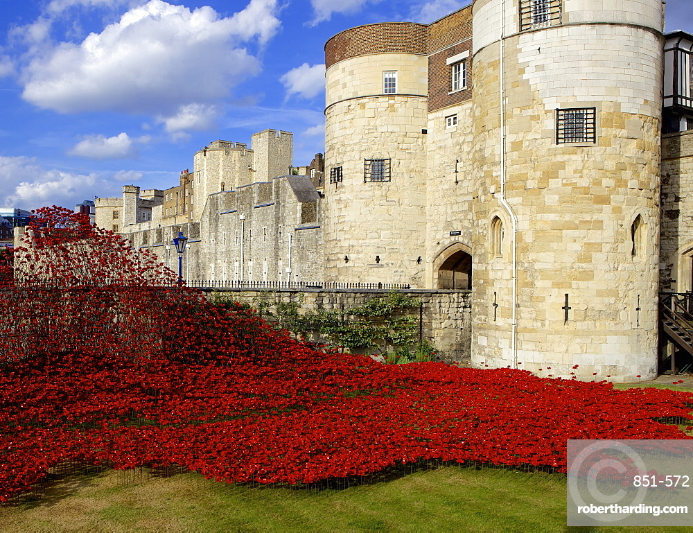 Blood Swept Lands and Seas of Red installation at The Tower of London marking 100 years since the First World War, Tower of London, UNESCO World Heritage Site, London, England, United Kingdom, Europe